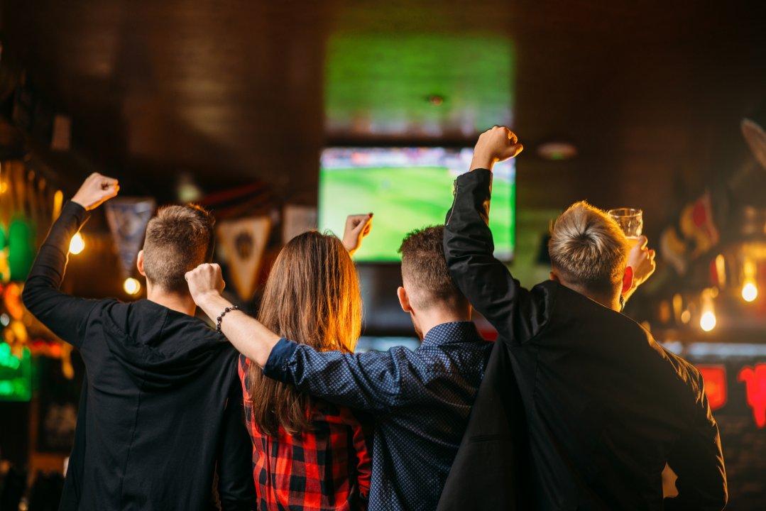 Faire une publicité avec des images de football